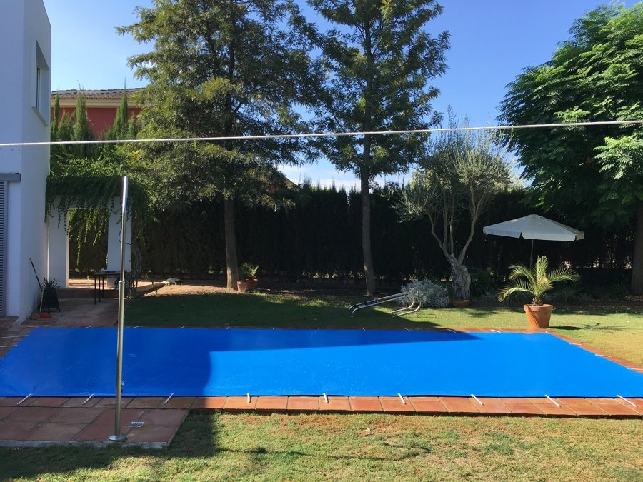 Foto cubierta de protecci n para piscinas de t cnica del for Suministros para piscinas