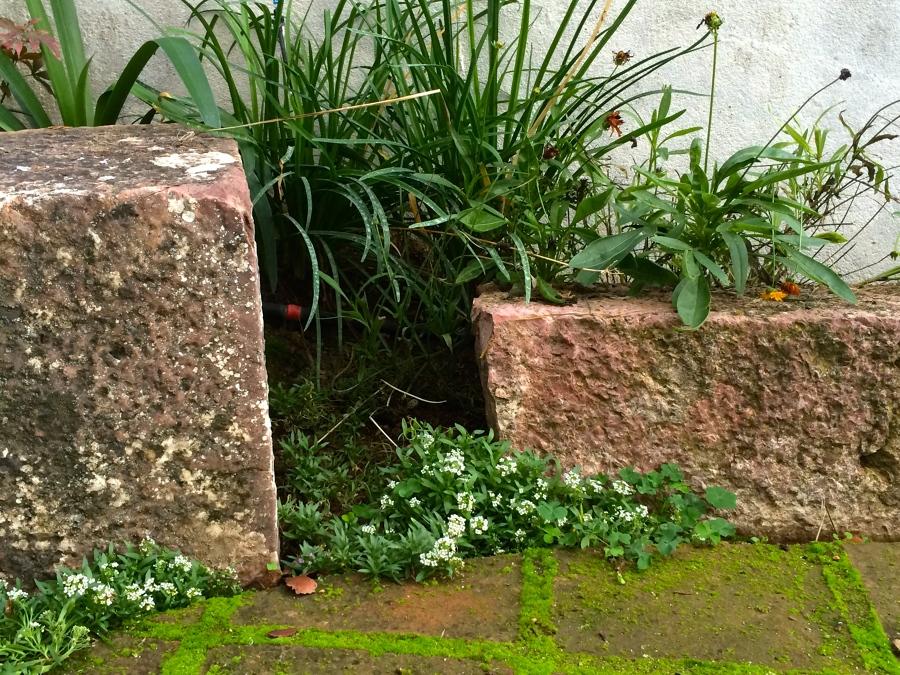 Cubos tallados en piedra