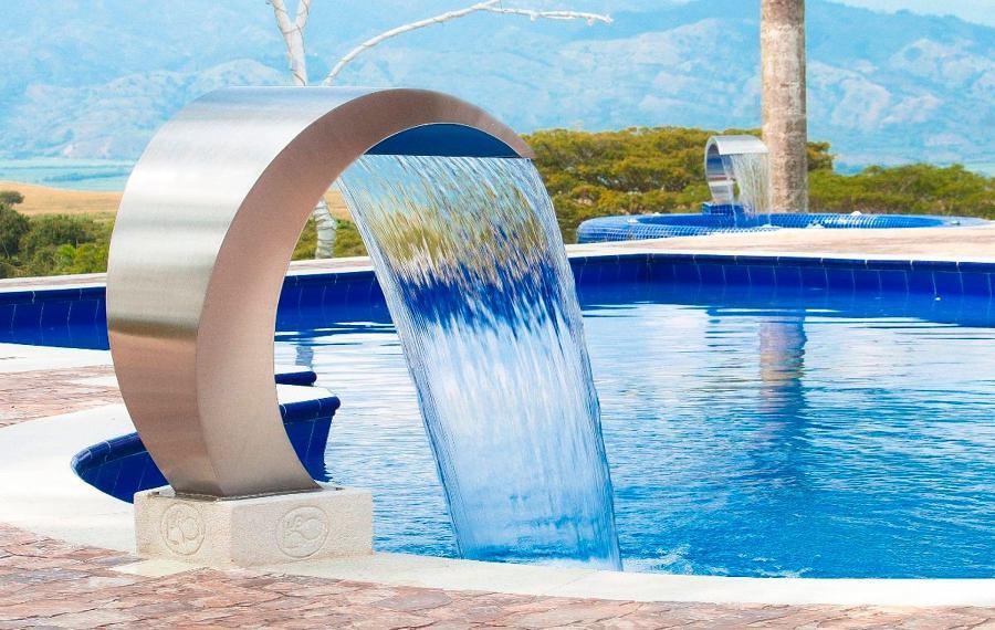 7 cascadas para piscinas ideas construcci n piscinas for Chorros para piscinas