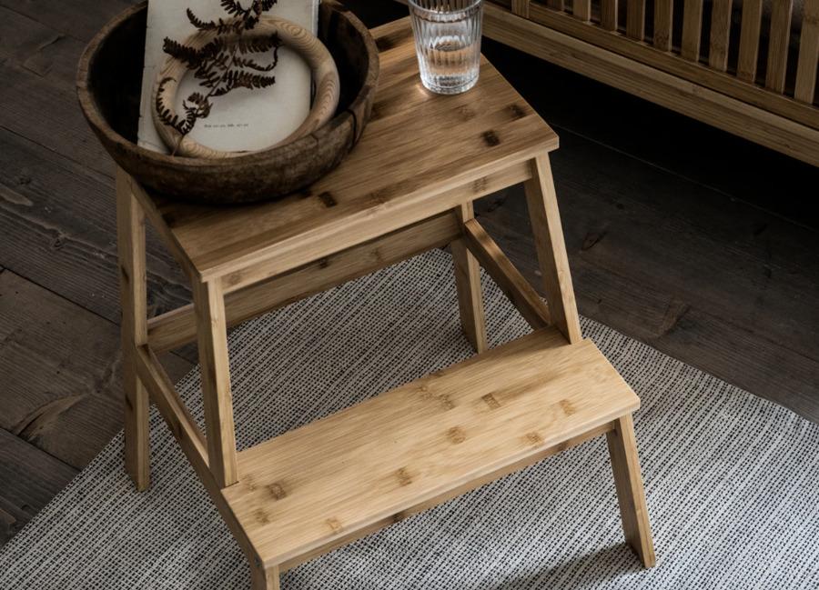cuenco de madera y vaso transparente de IKEA