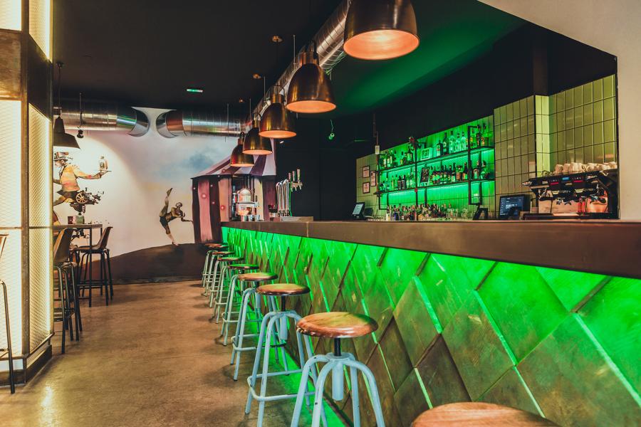 Decoración de bar de copas MALABARES