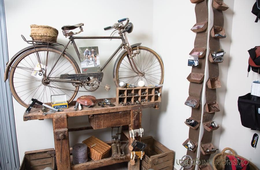 Foto decoraci n vintage en tienda de bicicletas de ideas interiorismo 836794 habitissimo - Tiendas de decoracion vintage ...