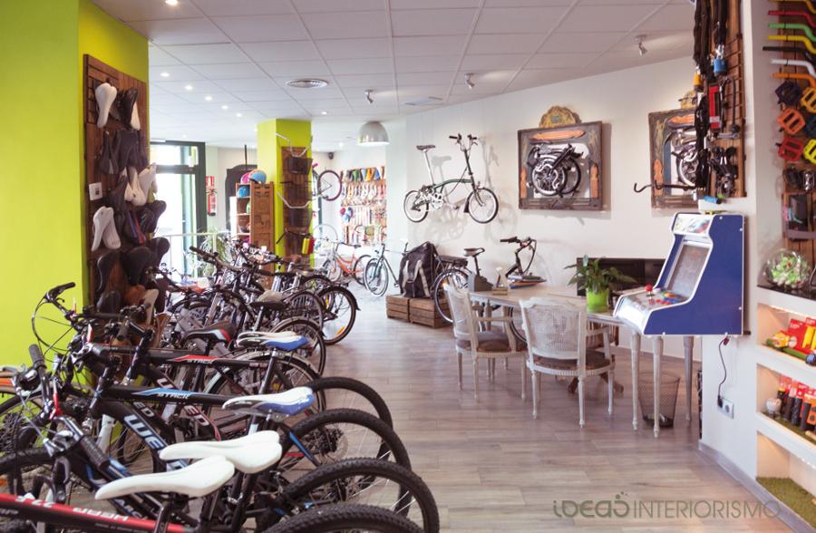 Foto decoraci n vintage en tienda de bicicletas de ideas interiorismo 836798 habitissimo - Tiendas de decoracion vintage ...