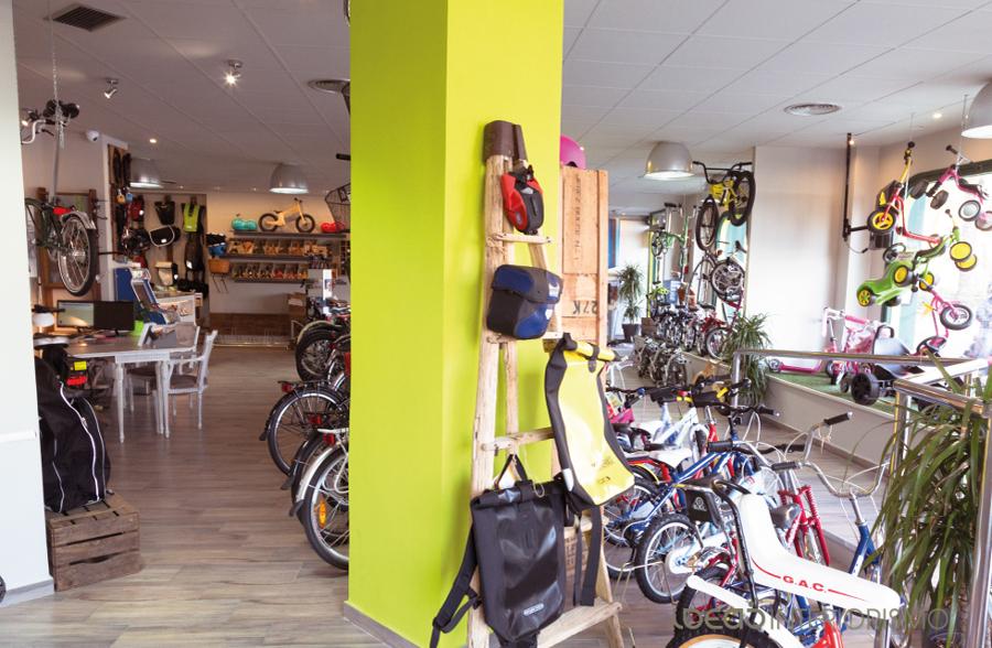 Foto decoraci n vintage en tienda de bicicletas de ideas interiorismo 836801 habitissimo - Tiendas de decoracion vintage ...