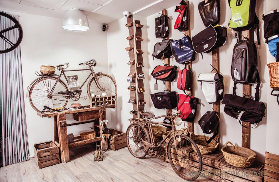Foto decoraci n vintage en tienda de bicicletas de ideas for Decoracion vintage valencia