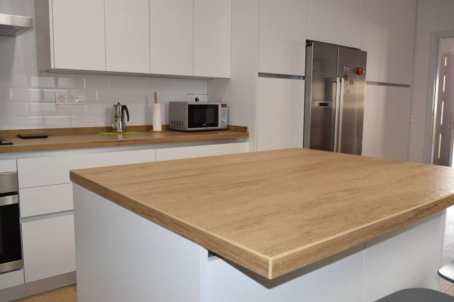 Foto dekton valterra de lineal cocinas 1538501 habitissimo - Cocinas con encimeras de madera ...