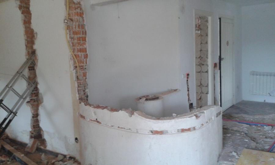 Demolición  de escalera de caracol.
