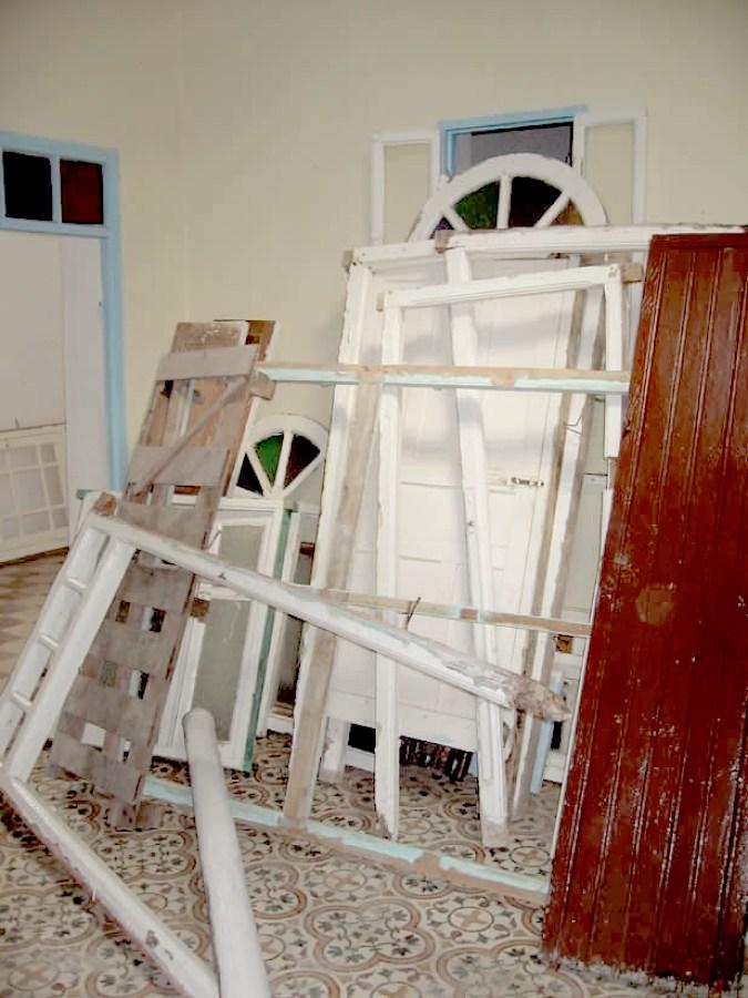 Demolición de las casas antiguas originales.