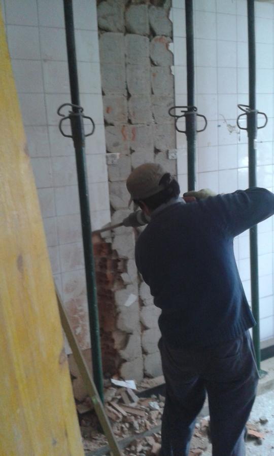 Demolición de muro de carga para crear ámbito con salón