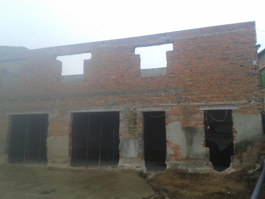 Demolición de partes dañadas y cubierta
