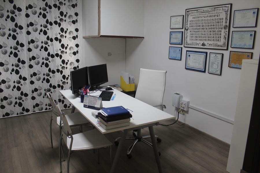 Oficina asesoria en granada ideas pintores for Oficinas en granada