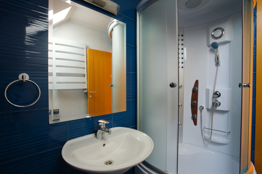 C mo aprovechar el espacio en un ba o peque o ideas armarios for Banos pequenos aprovechar espacio