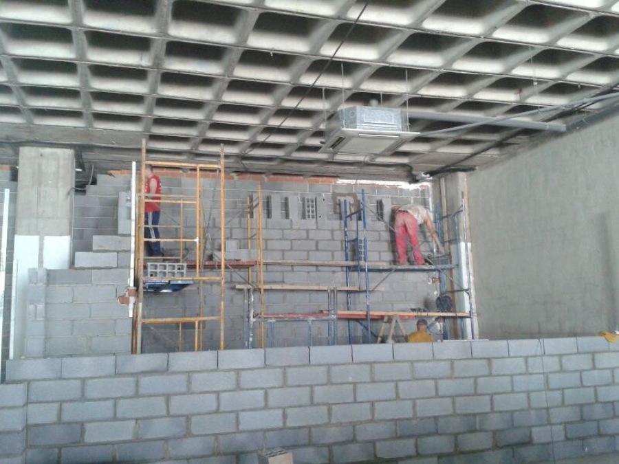 Desarrollo de la obra. Vista sala de locución y techo