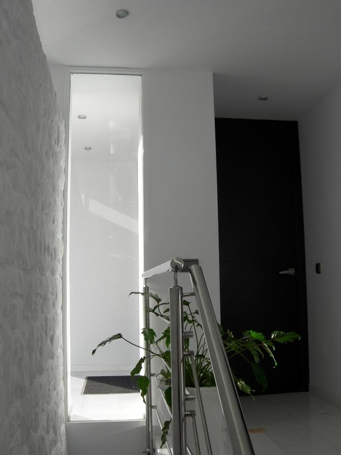Desde escalera a planta semisótano