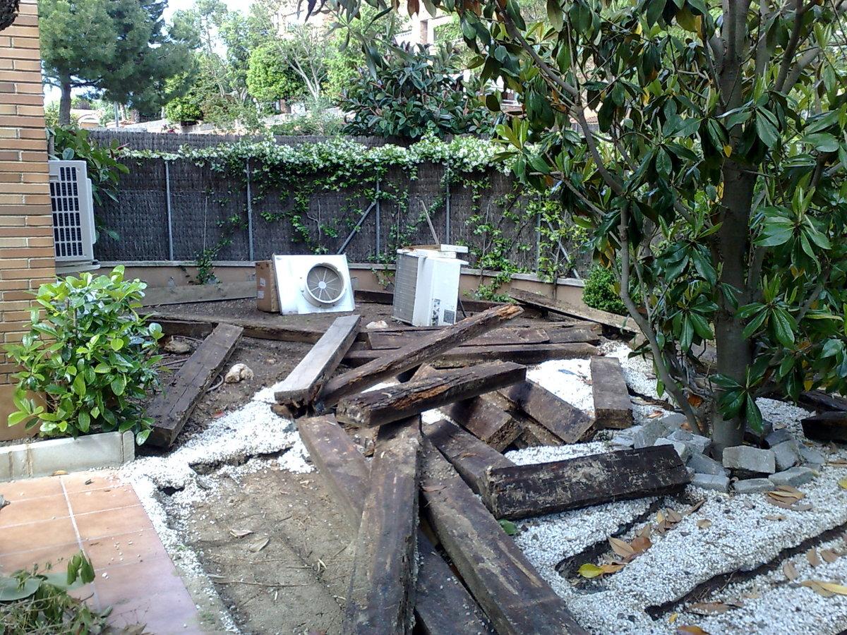 Desguace antigüo jardín.