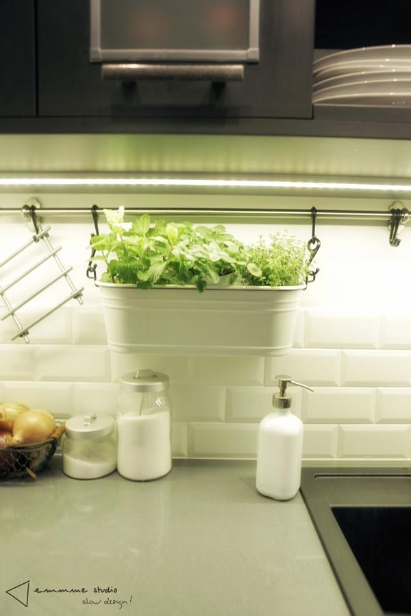 La cocina de Ana y Paul por emmme studio: detalle accesorios