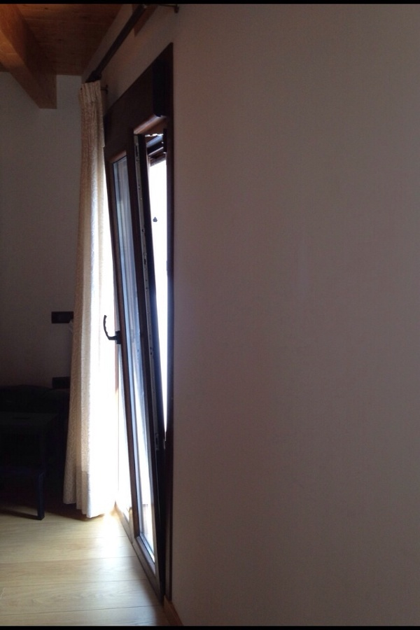 Detalle balconera salon en oscilobatiente