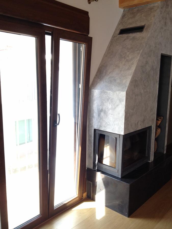 Detalle balconera salón posición oscilobatiente
