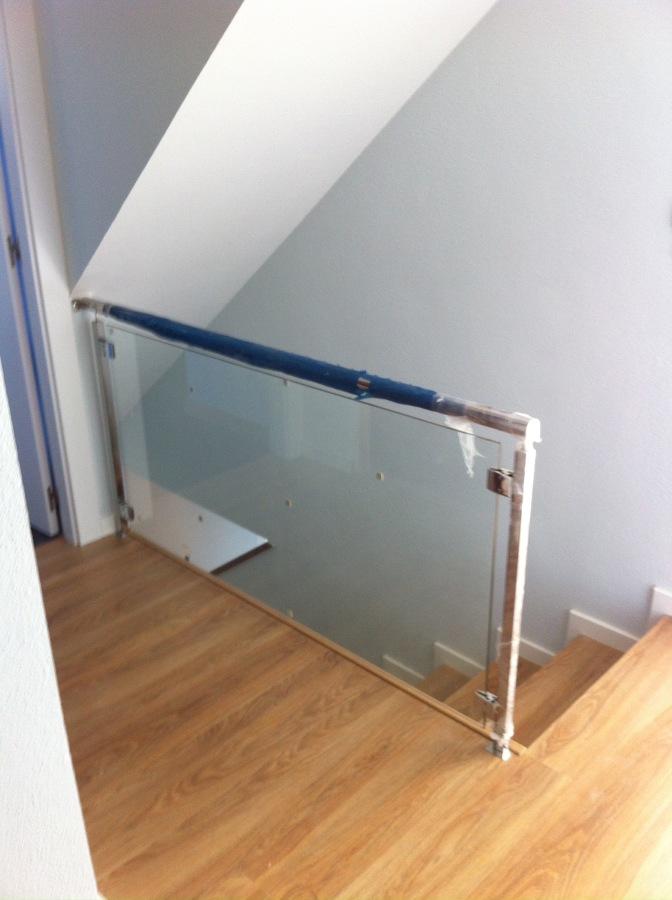 Detalle barandilla vidrio balcones modernos de vidrio for Detalle barandilla vidrio
