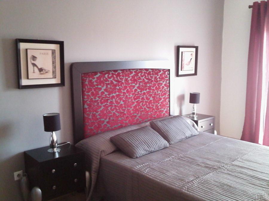 Detalle cabecero y mesillas de dormitorio