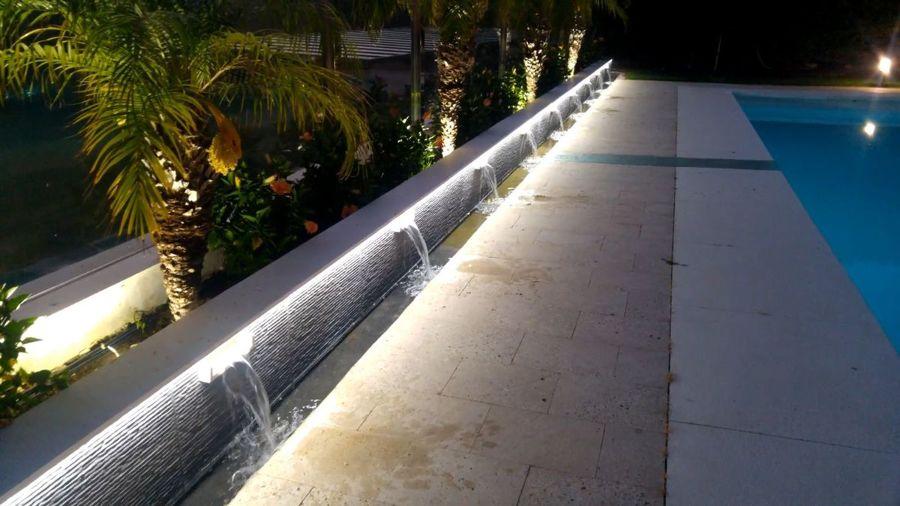 detalle cascada piscina