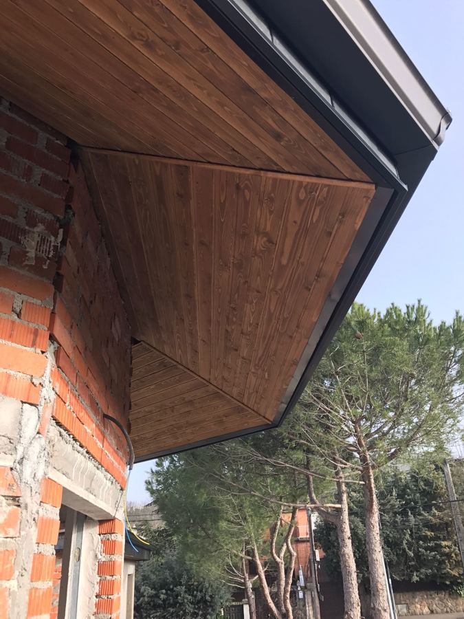 Foto detalle de alero octogonal y canal n de elite for Tejados madera ourense