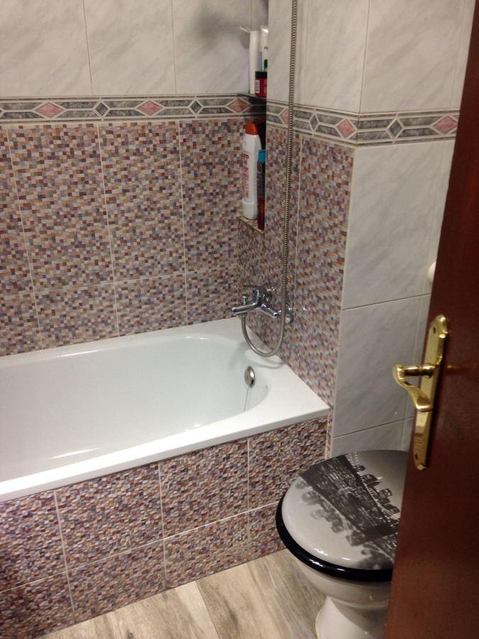 Detalle de bañera y azulejos