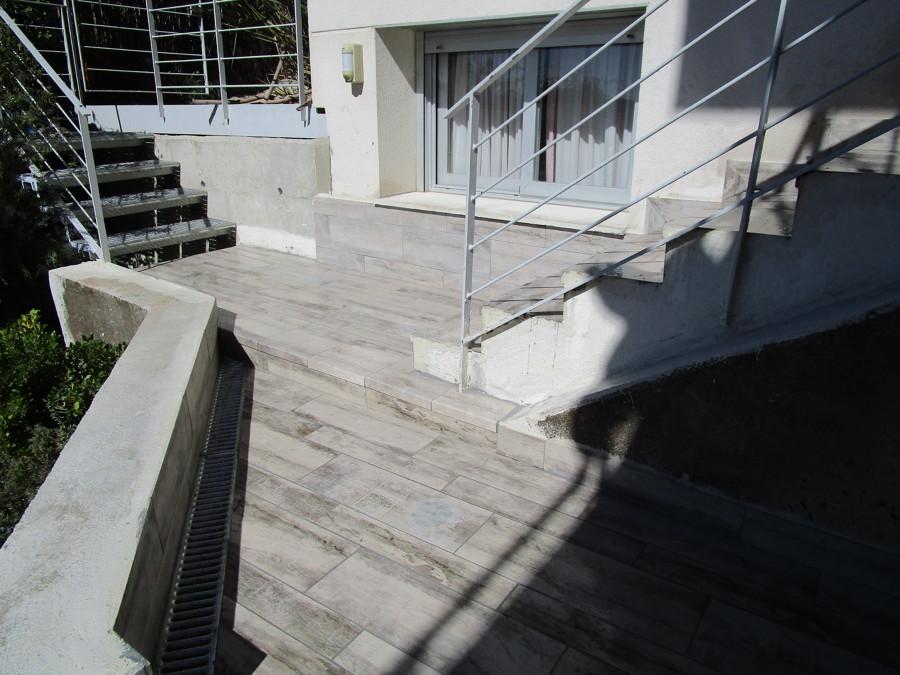 Detalle de canaleta para recogida de aguas pluviales