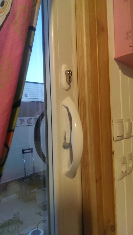 Luz y seguridad casa prefabricada ideas carpinter a pvc for Carpinteria pvc precios