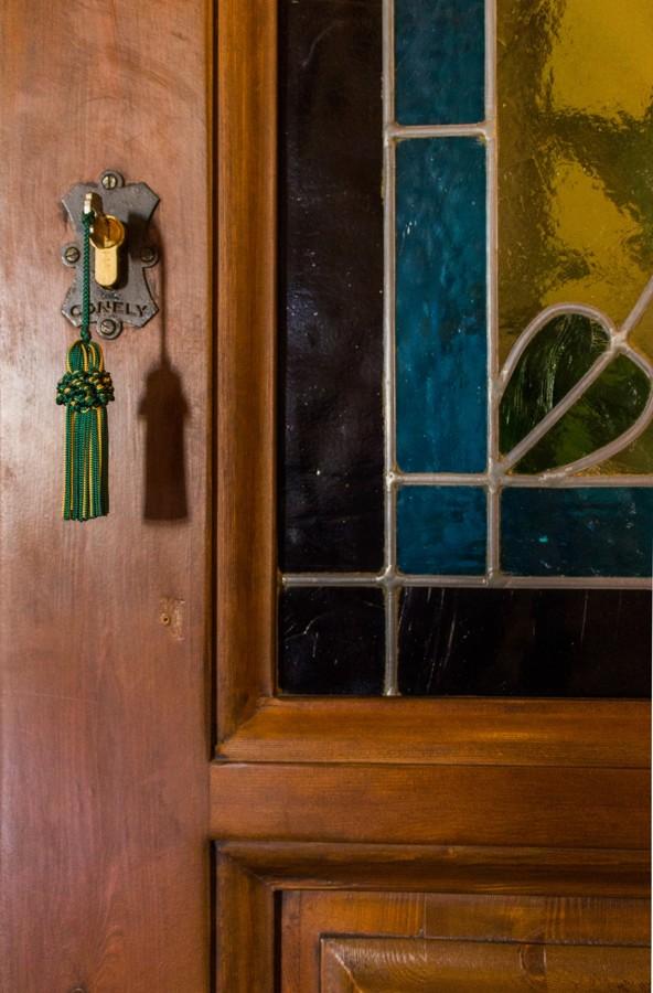 Detalle de cerradura en forja artesanal