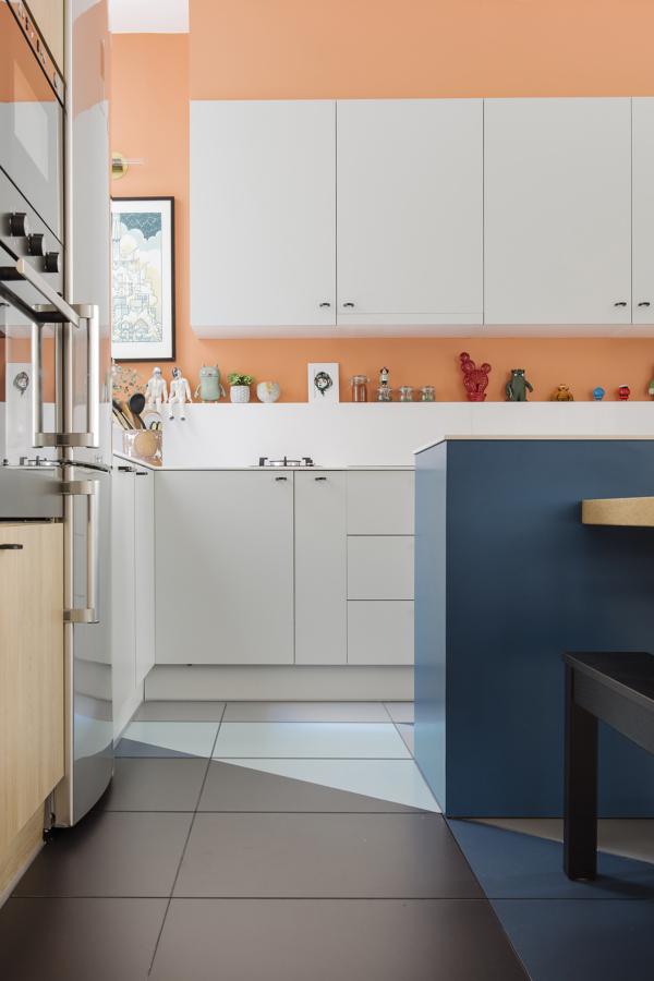 Detalle de cocina con el suelo