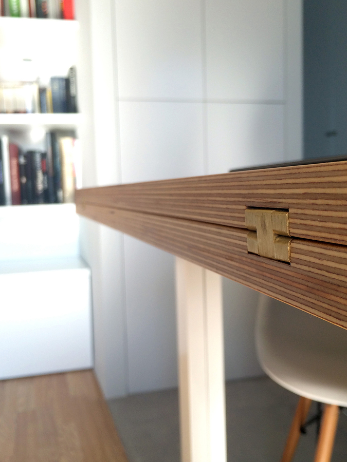 foto detalle de la bisagra oculta de la mesa abatible