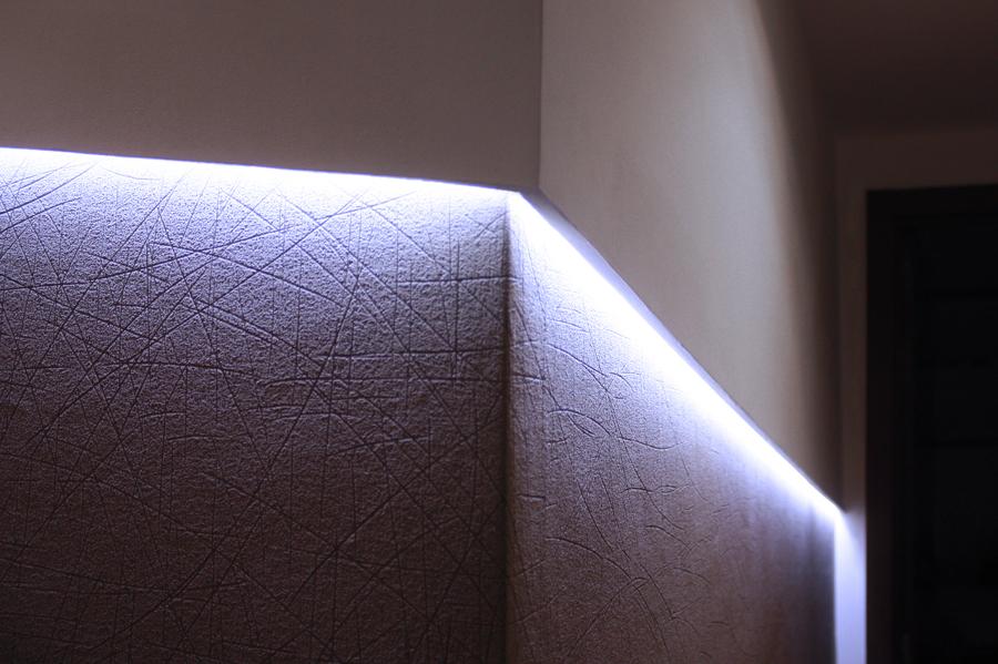 Detalle de la iluminacón en el pasillo