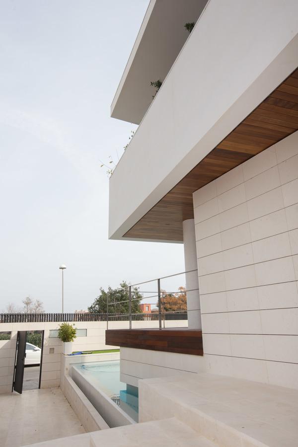 Foto detalle de lamina de agua desbordante en acceso de - Estudio arquitectura toledo ...