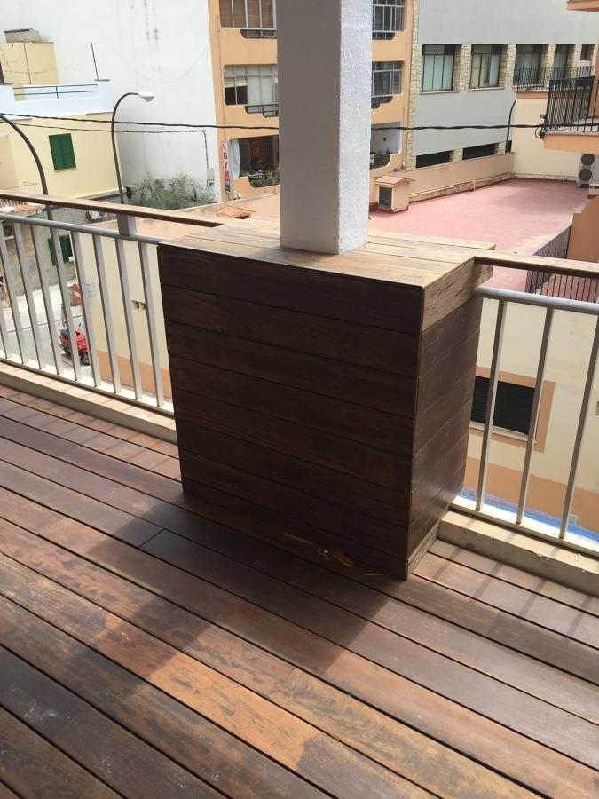Detalle de pilastra en balcón/terraza