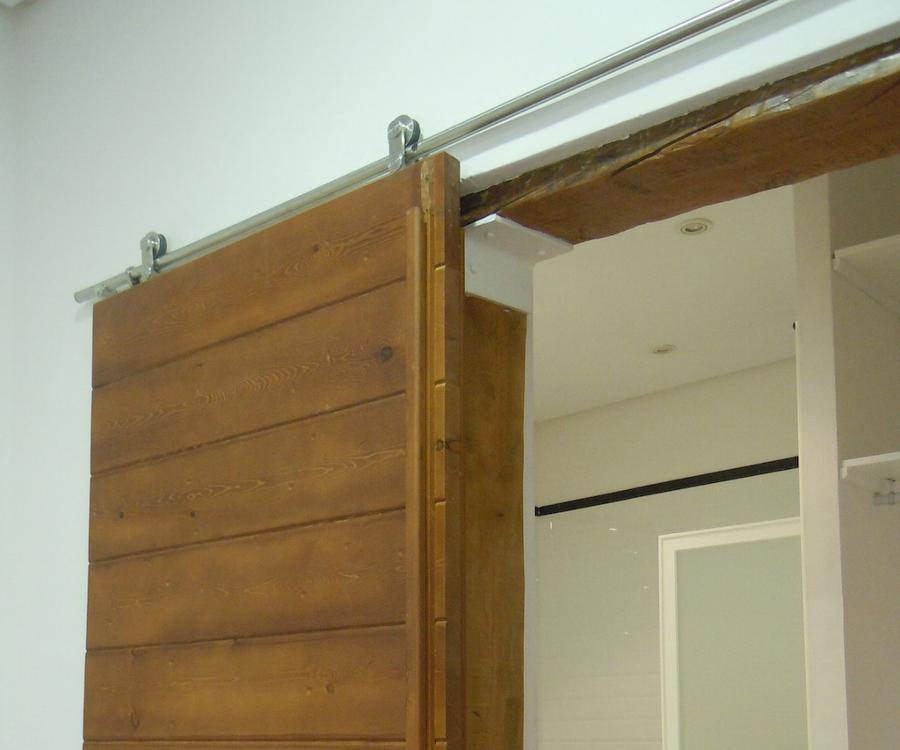 Detalle de puerta corredera en dormitorio principal