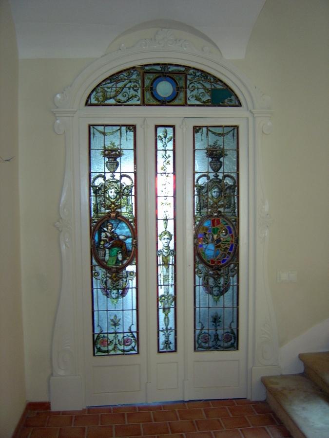 Detalle de puerta histórica rehabilitada
