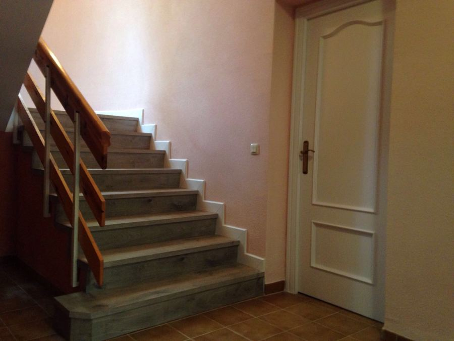 foto detalle de rodapi en escalera de decoraciones On rodapie escalera