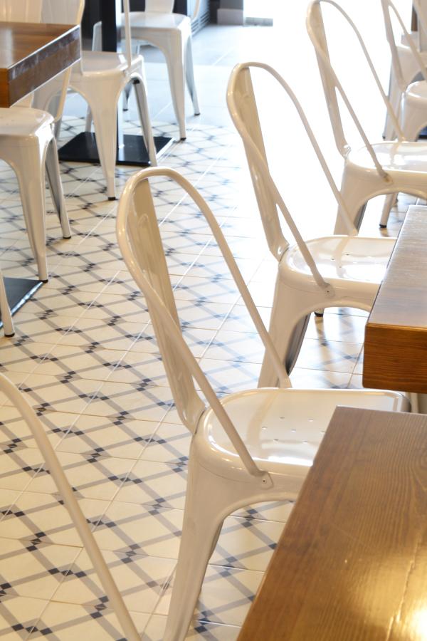 Detalle de suelo y mobiliario