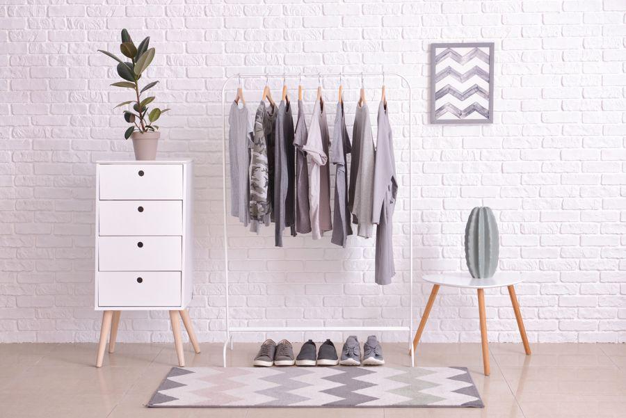 Detalle de vestidor de estilo minimalista