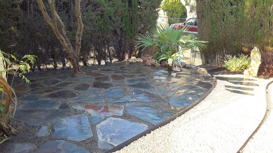 Detalle del acceso al jardín ya reformado