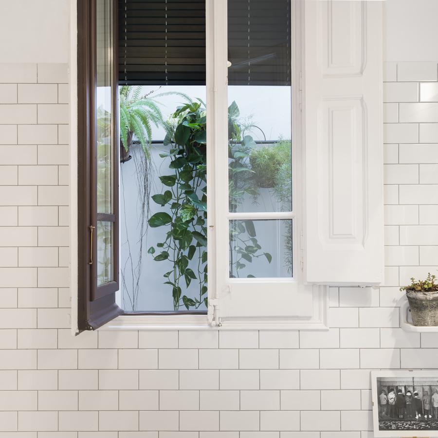 Detalle del baño que comunica con el patio interior