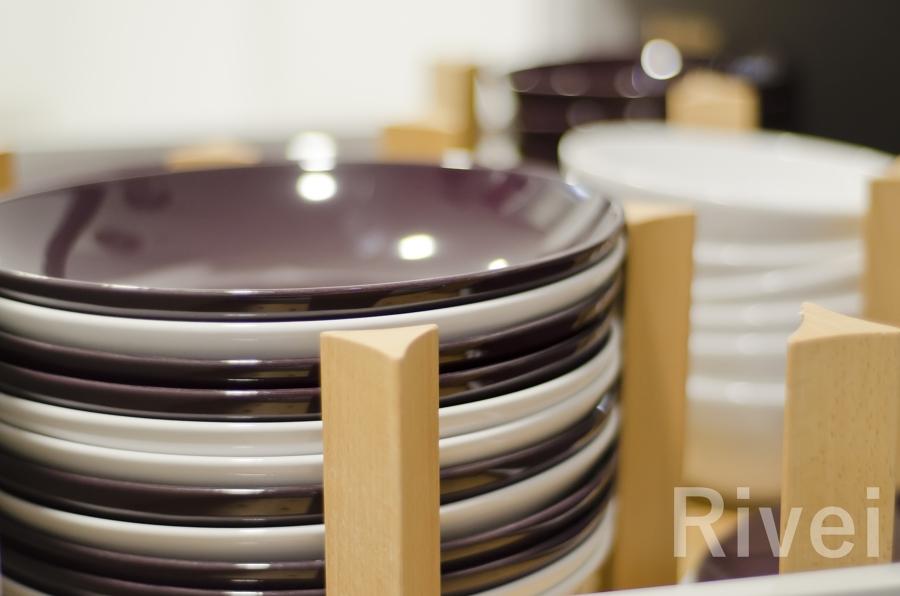Detalle del organizador de platos y cazuelas