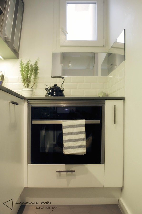 La cocina de Ana y Paul por emmme studio: Detalle electrodomésticos