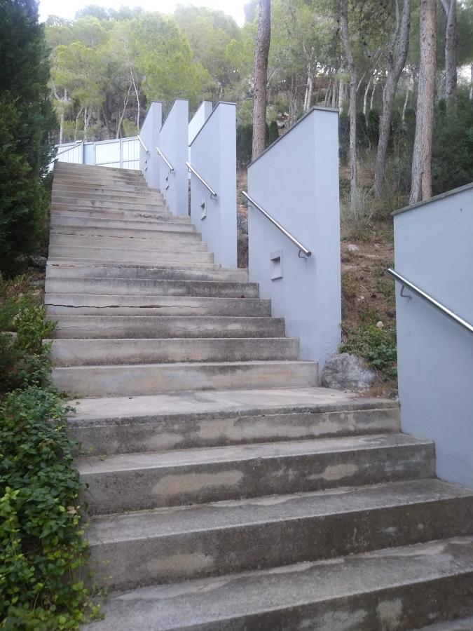 Detalle escalera de acceso desde el exterior