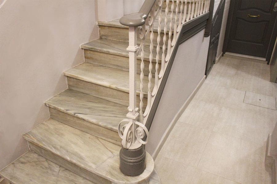 Detalle escalera restaurada