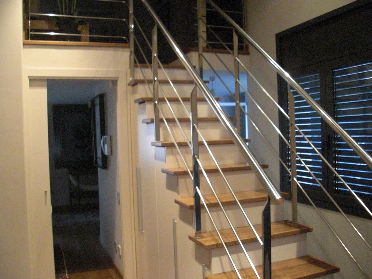 Foto detalle escaleras de mobles bustos roure mobiliari for Muebles bustos
