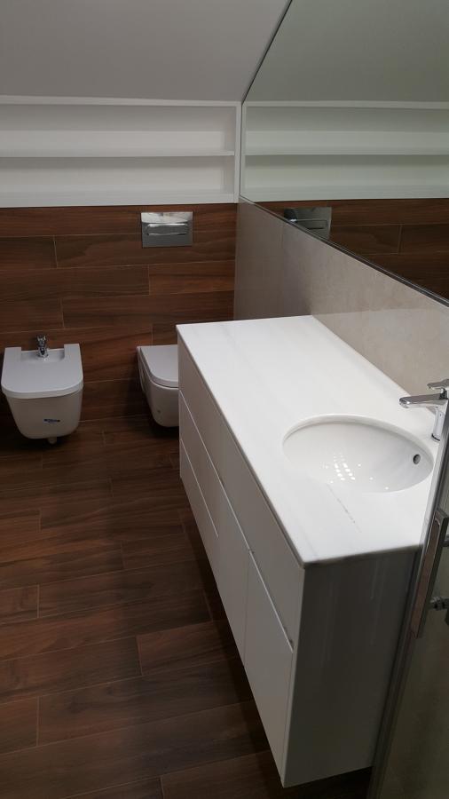Detalle espejo y mueble/encimera