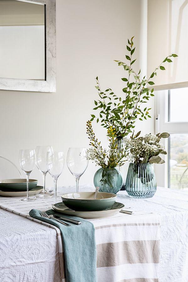 Detalle floral para vestir una mesa