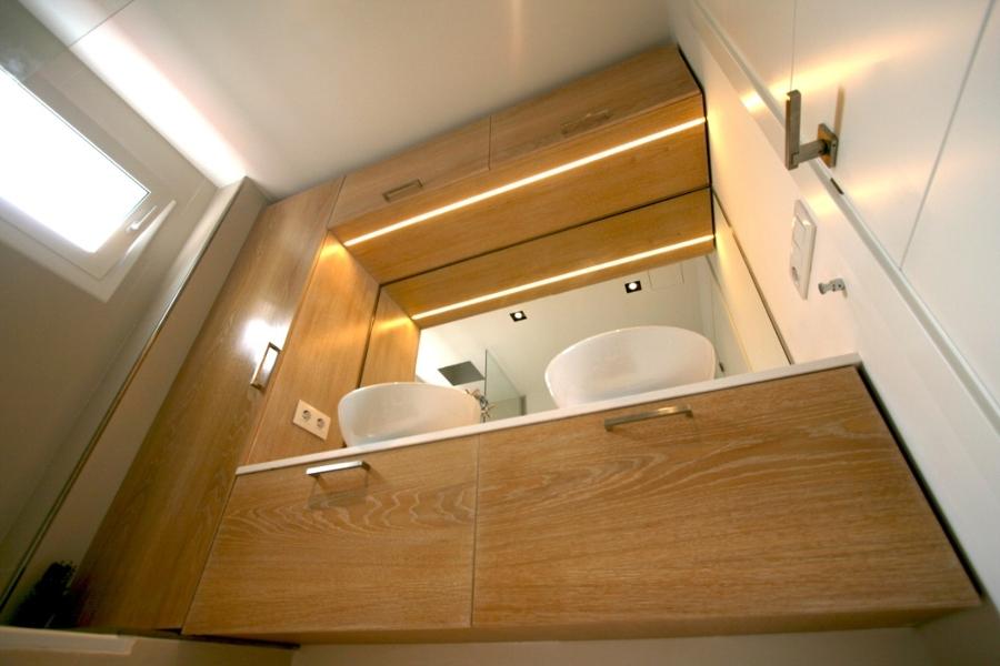 Detalle ilumincación integrada en mueble mediante led lineal.